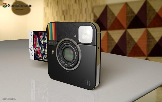 Фотокамера Instagram. Back in Black