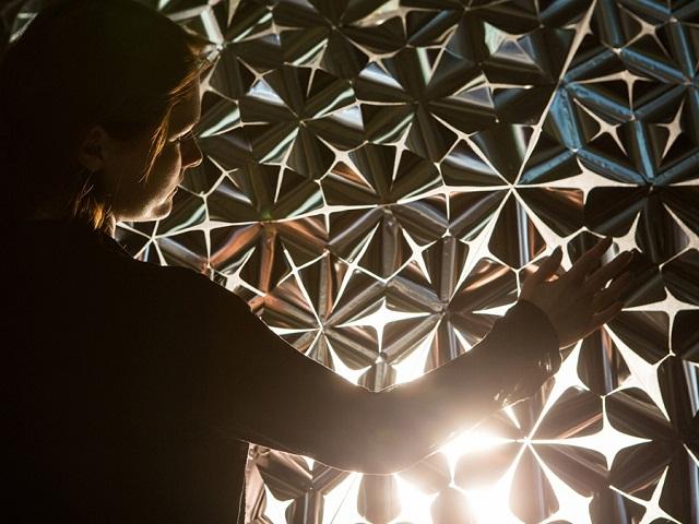 Интерактивная световая полусфера Lotus Dome