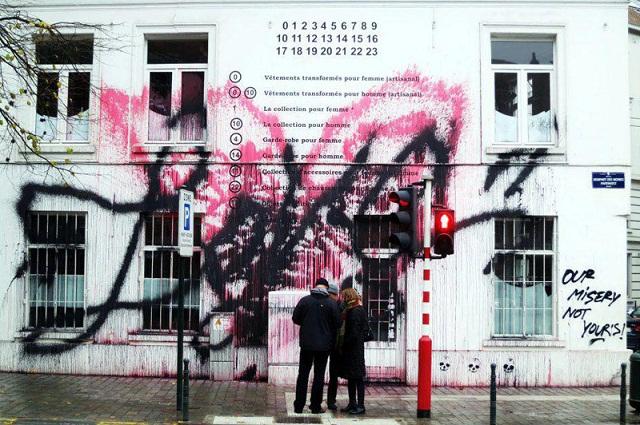 Kidult испортил фасад магазина Maison Martin Margiela