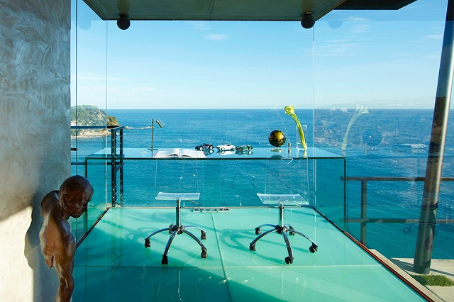 Дизайнерская вилла с видом на море в Испании