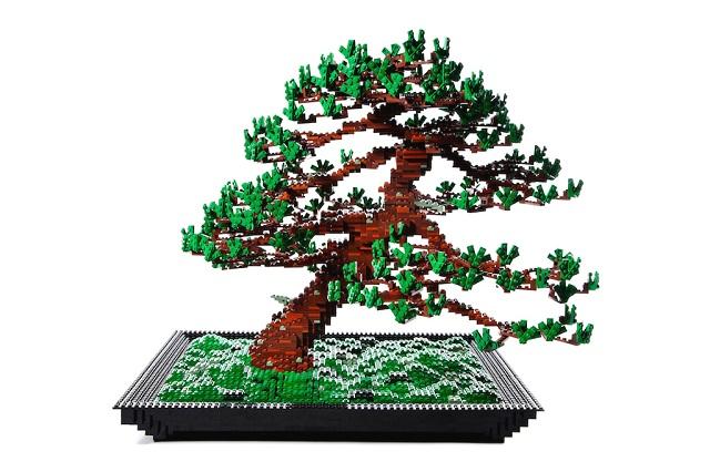 Дерево бонсай из конструктора LEGO. Художник Макото Азума