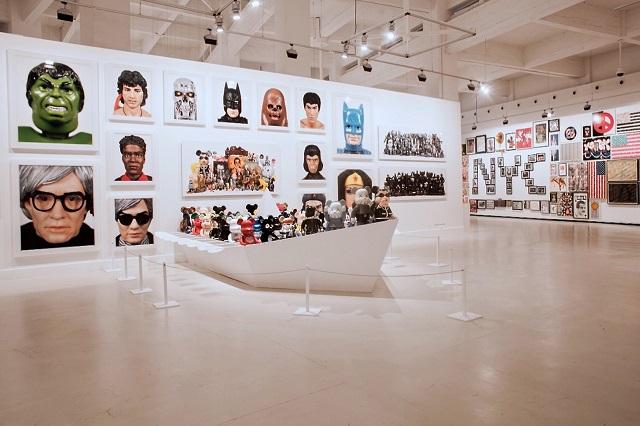 """Выставка Селима Вэрола """"At Home I'm A Tourist"""""""