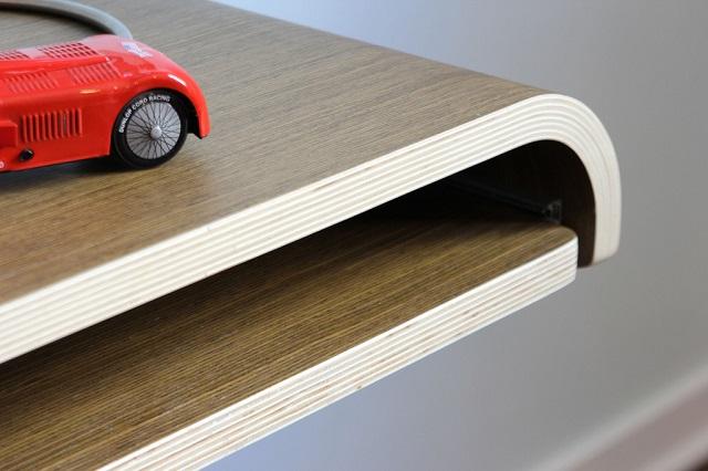 Подвесной мини-стол — удобно для работы