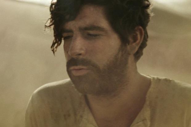 Foals: клип в пустыне Bad Habit