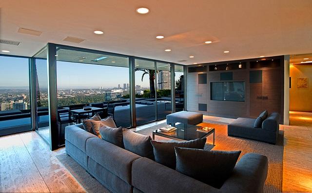Шикарный особняк на Голливудских холмах