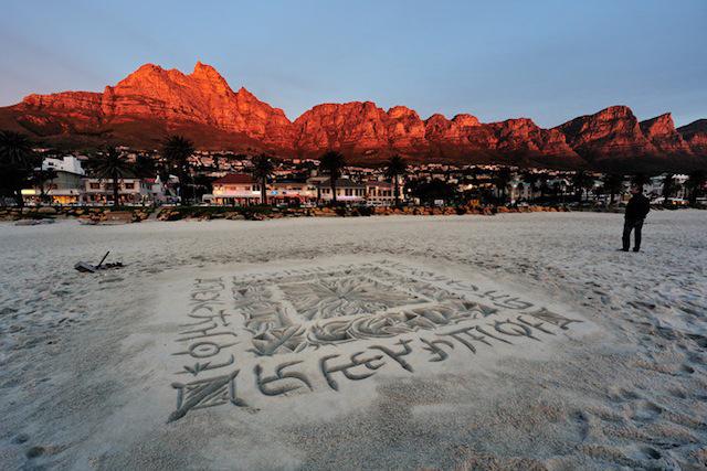 Песчаная каллиграфия Эндрю ван дер Мерве