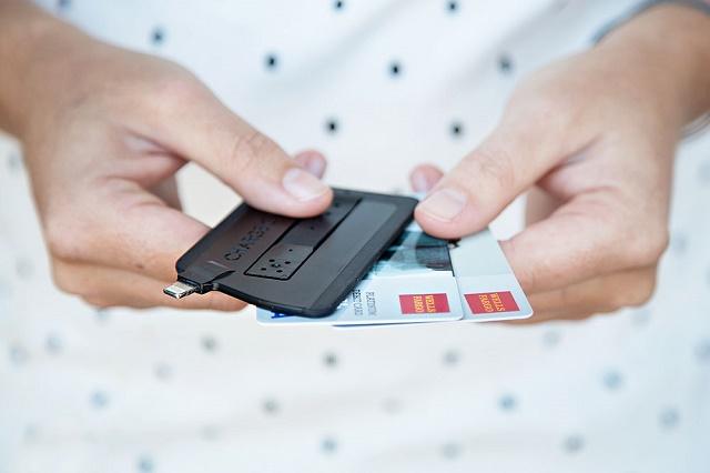 ChargeCard — аксессуар для зарядки iPhone и Android