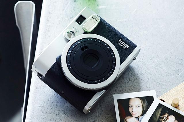 Миниатюрная камера Fujifilm Instax mini90