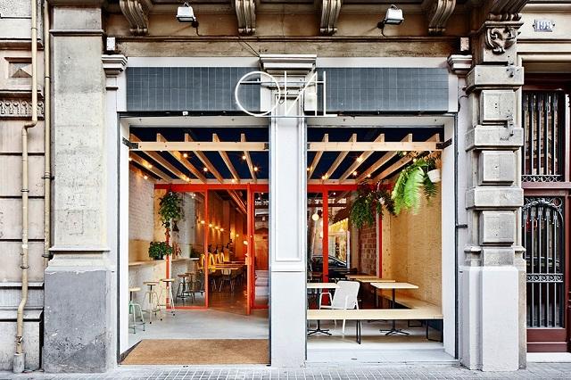 Индустриальный стиль закусочной Bar Oval в Барселоне