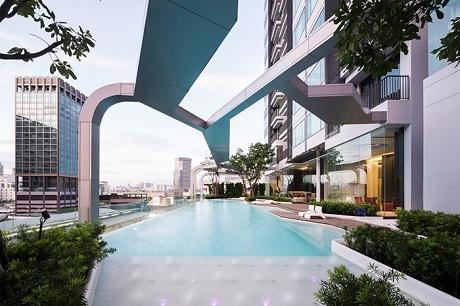 Воздушный бассейн в Бангкоке