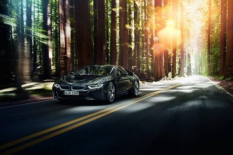 Премьера от BMW — гибридный суперкар i8