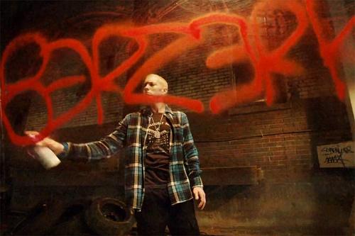 Eminem представил клип Berzerk с VHS-качеством