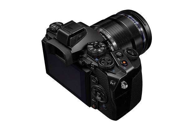 Беззеркальная флагманская камера Olympus OM-D E-M1