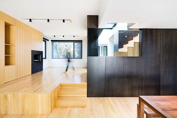 Современная надстройка к бетонному дому в Монреале