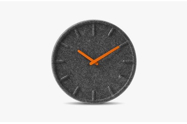 Felt Clock: часы из переработанных пластиковых бутылок