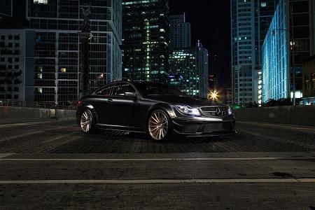 Mercedes-Benz C63 AMG Black в новом видео от Vossen