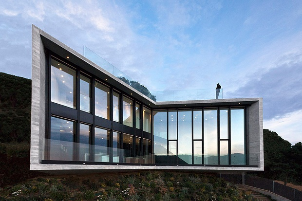 X House – иксобразный дом в Испании от Cadaval & Sola-Morales