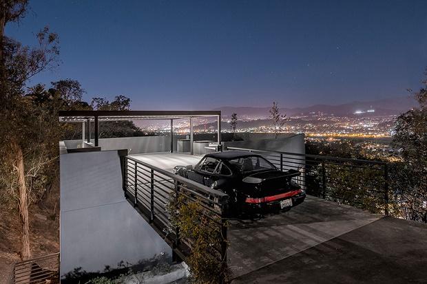 Дом с видом на Лос-Анджелес и паркингом на крыше