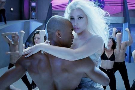 """Леди Гага сняла музыкальный мини-фильм """"G.U.Y."""""""