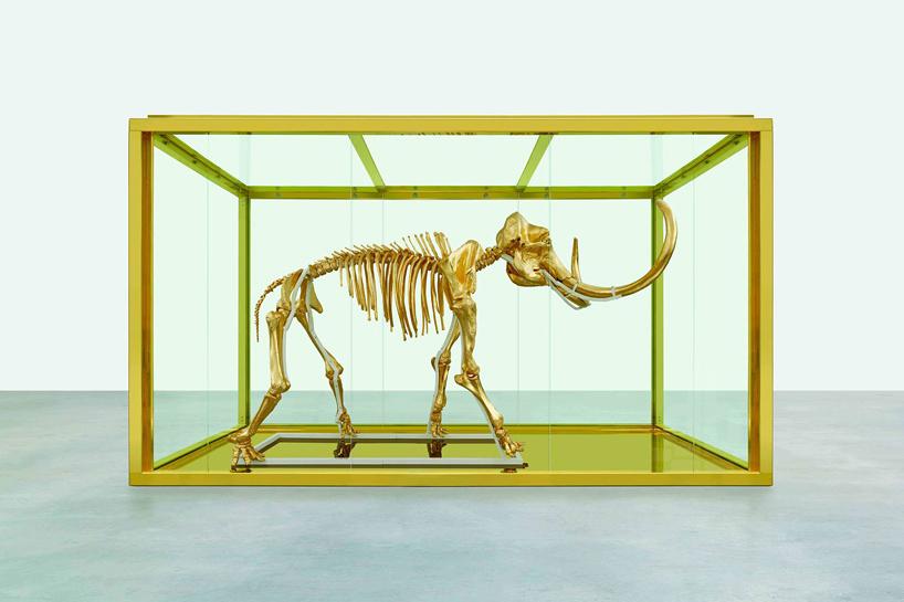 Трехметровый золотой мамонт Дэмиена Херста за миллионы