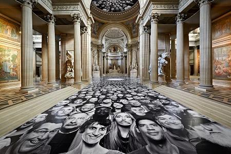Фотоинсталляция JR в парижском Пантеоне