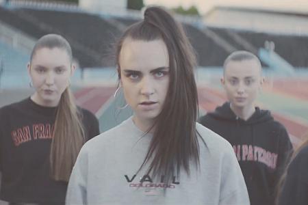 MØ танцует и занимается спортом в своем новом видео