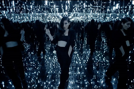 """Премьера видеоклипа Banks """"Drowning"""""""