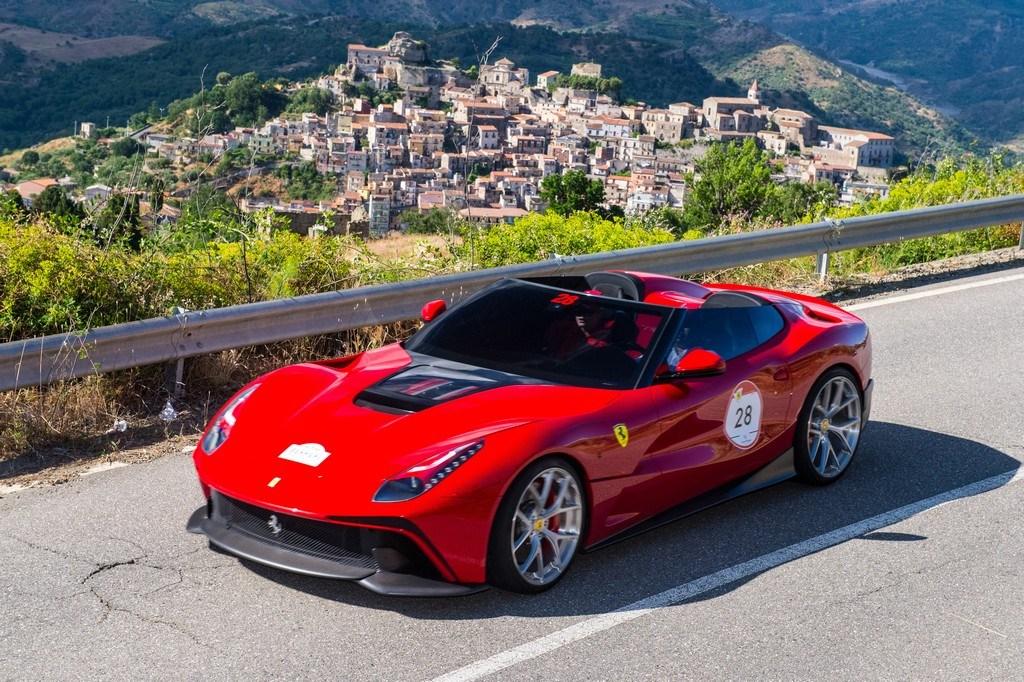 На Сицилии дебютировал штучный родстер Ferrari F12 TRS