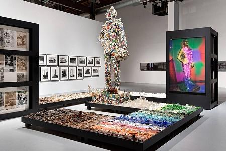 В Geffen Contemporary стартовала выставка посвящённая творчеству Майка Келли