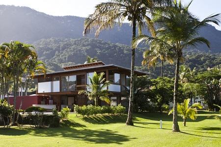 Частный дом Guaeca от компании AMZ Arquitetos