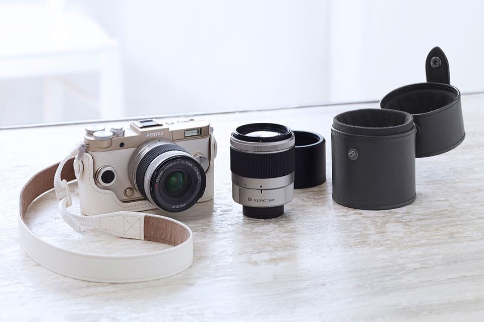 Компактная камера Ricoh Pentax Q-S1 со сменной оптикой