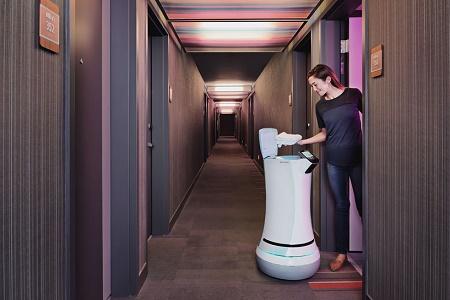 Представлен робот SaviOne - для работы в гостинице