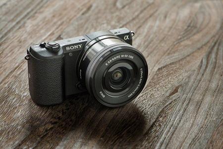 Sony представила беззеркальную камеру A5100 формата APS-C