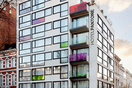 7 цветовых палитр в одном интерьере: Pantone Hotel