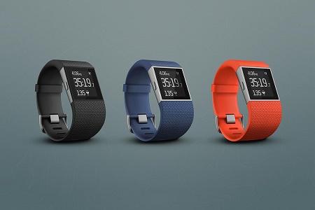 Fitbit анонсировала гибрид фитнес-трекера и умных часов