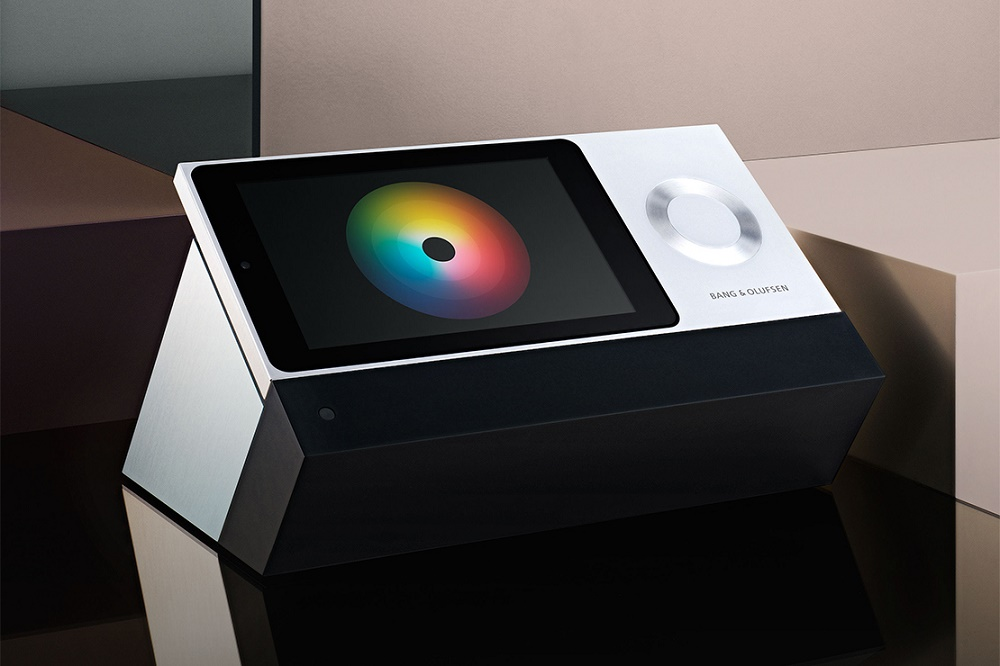 Bang & Olufsen показала музыкальную систему с деревянной тач-панелью