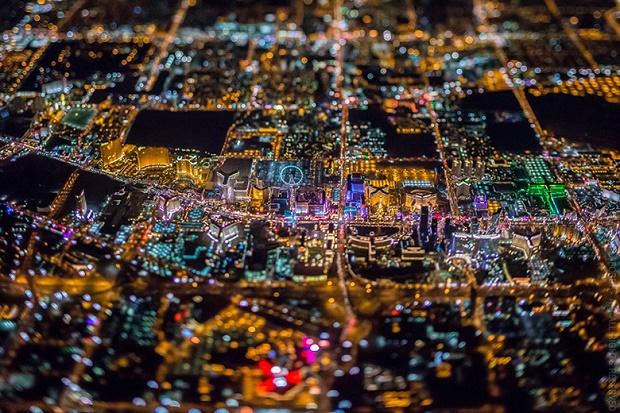 Потрясающие аэроснимки ночного Лас-Вегаса от Винсента Лафоре