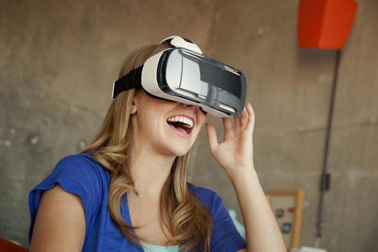 Шлем виртуальной реальности Samsung Gear VR будут выдавать в самолетах