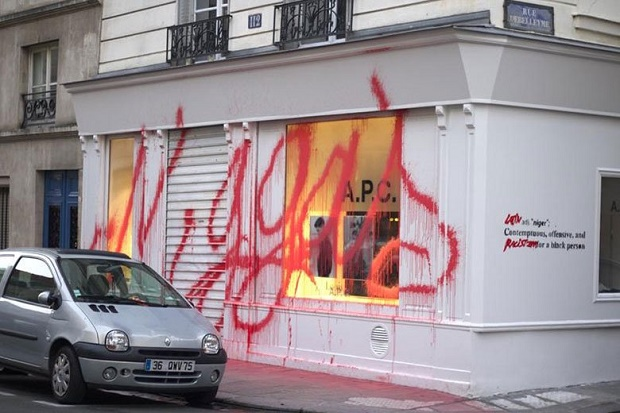 Граффити-райтер Kidult разрисовал парижский магазин A.P.C.