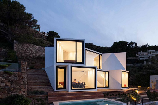 Дом на крутом склоне Sunflower от студии CADAVAL & SOLÀ-MORALES