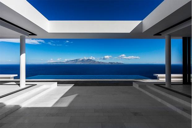 «House T» от Оливера Двека с видом на остров Кефалония