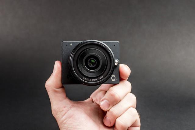 Миниатюрная беззеркалка Z Camera E1 стандарта Micro 4/3
