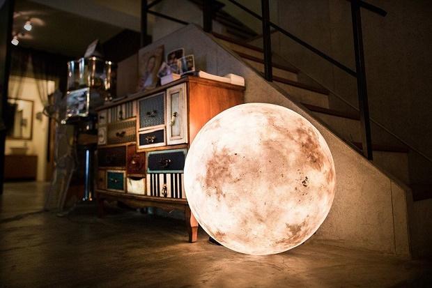 Дизайнерский светильник с лунным пейзажем