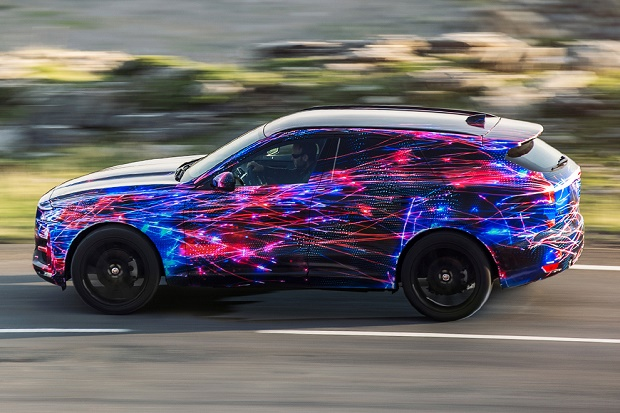 """Jaguar рассказал о спортивных """"корнях"""" ходовой SUV F-Pace"""
