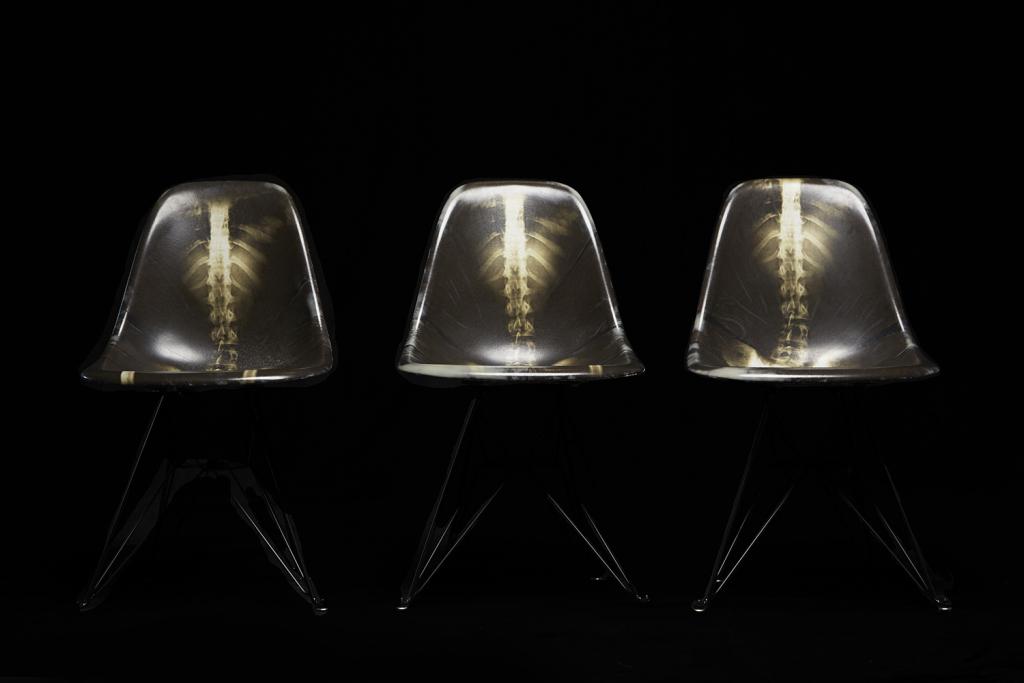Лимитированные стулья Fiberglass от Dr. Woo и Modernica