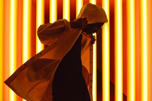 Дапер Лу отправляется в люминисцентное путешествие в галерее Дэвида Звирнера в Нью-Йорке