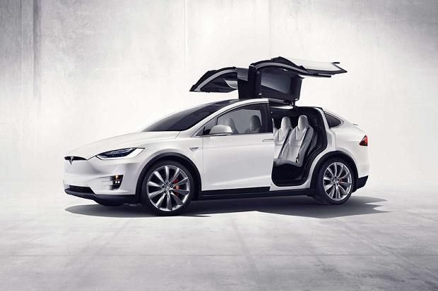 Tesla представила новый кроссовер Model X SUV