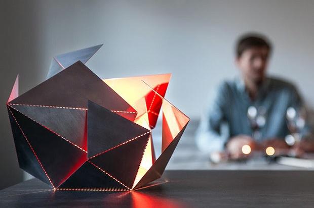 Томас Хик разработал уникальный настольный светильник Folding Lamp