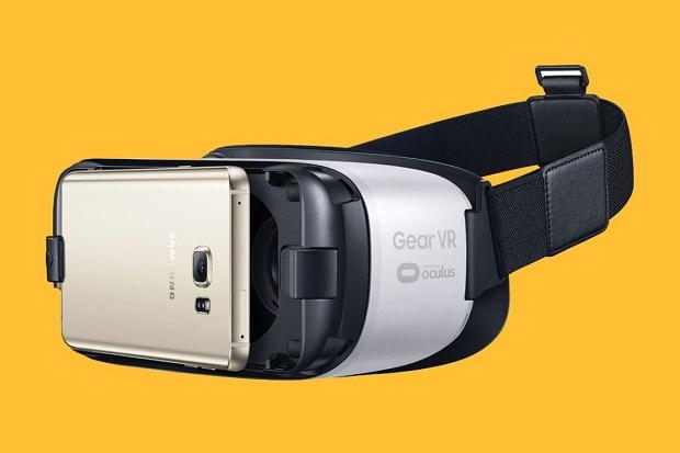 Шлем виртуальной реальности Samsung Gear VR доступен за $99,99