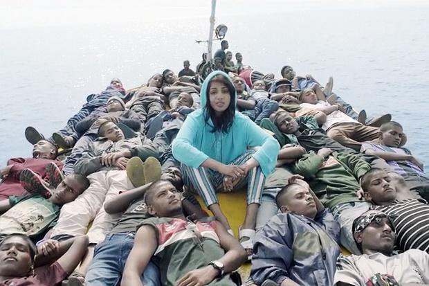 M.I.A. путешествует с беженцами в новом видео Borders